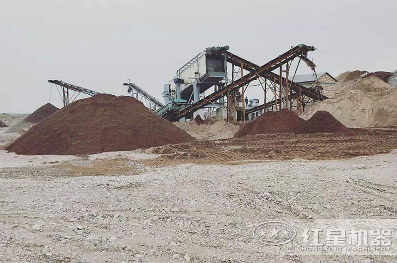 石头制砂现场