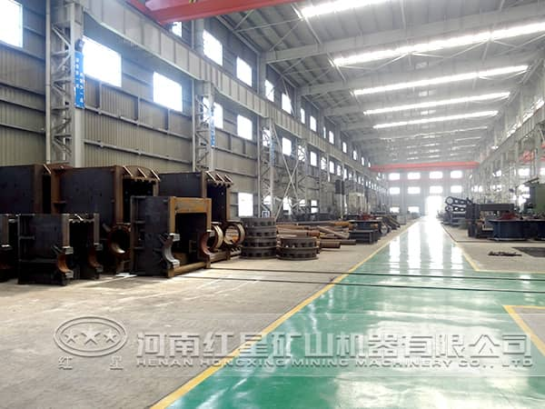 红星机器机械设备公司生产车间