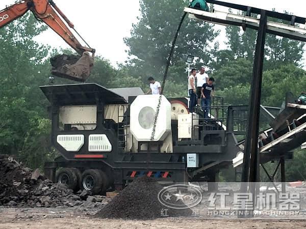 流动碎石机生产现场