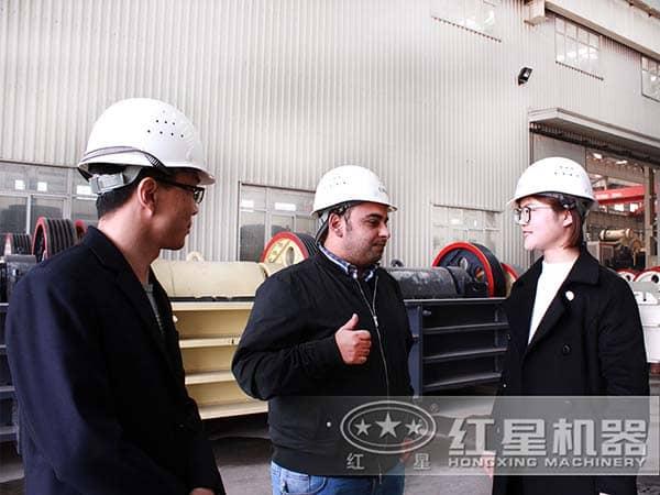 外国技术专家来公司指导学习