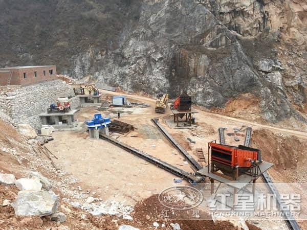 石头制砂机作业现场俯视图