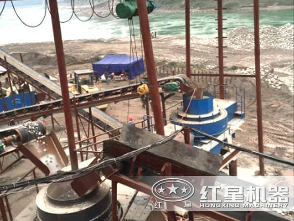 环保型河卵石制砂机作业现场
