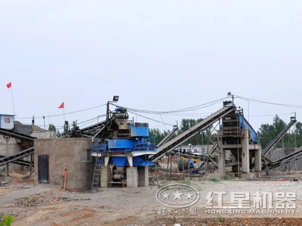 破碎制砂机作业现场远景图