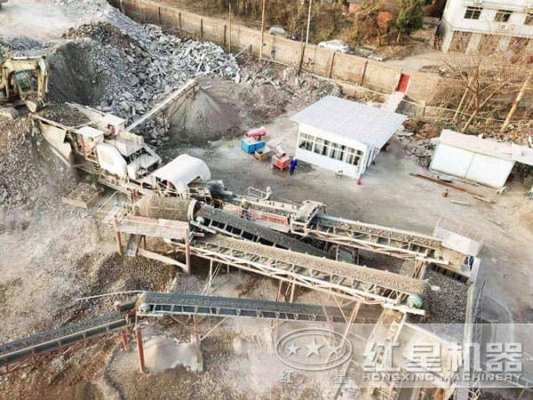 建筑垃圾移动破碎机作业现场俯视图
