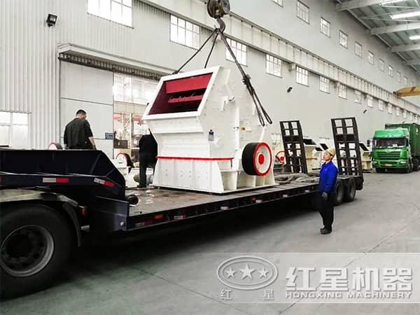 时产100吨反击式榔头机装车、发货