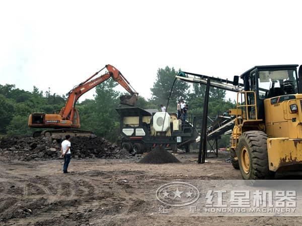 时产200吨煤矸石移动碎石机用户生产现场