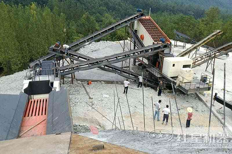 已在南阳西峡运行一年的可移动式粉碎机