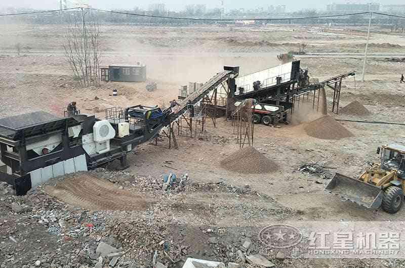 红星移动式建筑垃圾粉碎机工作现场