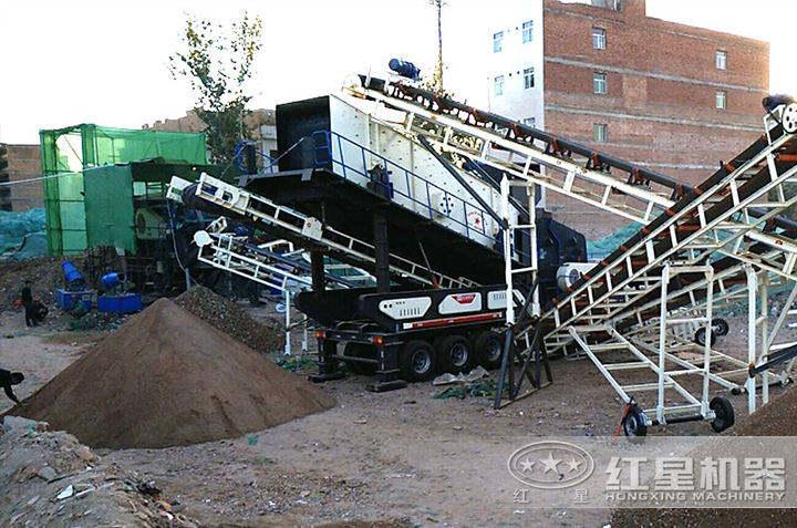 移动破碎机加工建筑垃圾现场