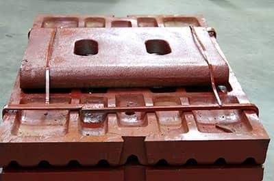 颚式破碎机鄂板的使用寿命?多久需要更换一次鄂板?